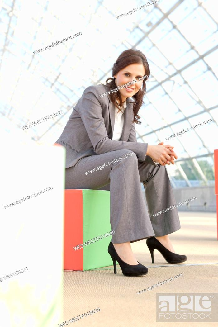 Photo de stock: Germany, Leipzig, Businesswoman with cubes, smiling, portrait.