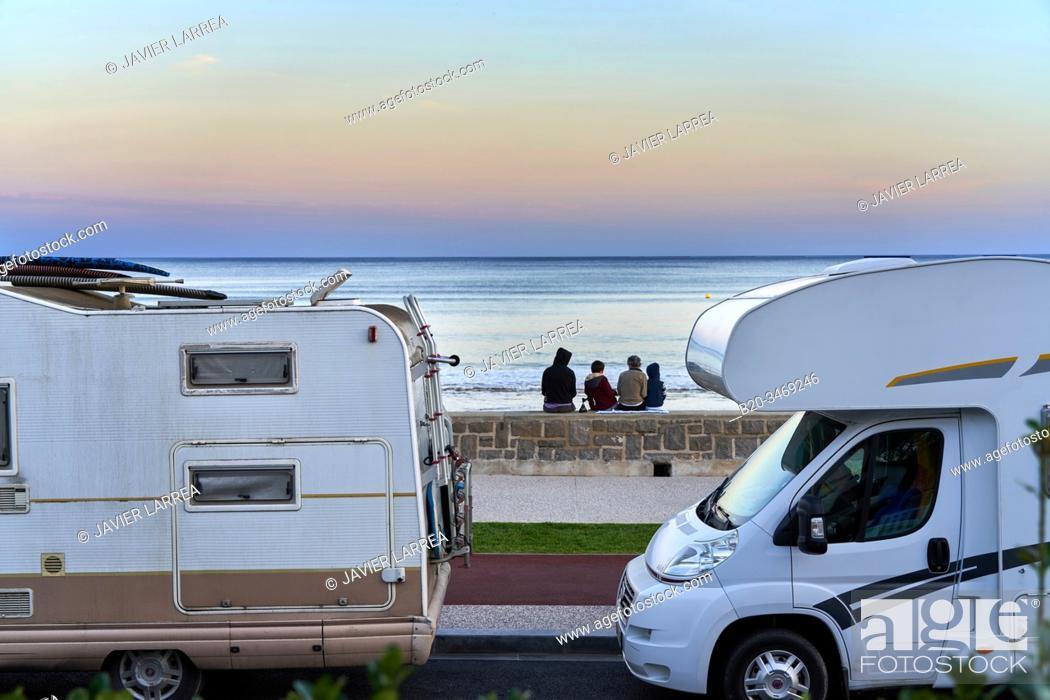 Stock Photo: Family vacation, Motorhomes, Beach, Hendaye, Aquitaine, Pyrenees Atlantiques, France.