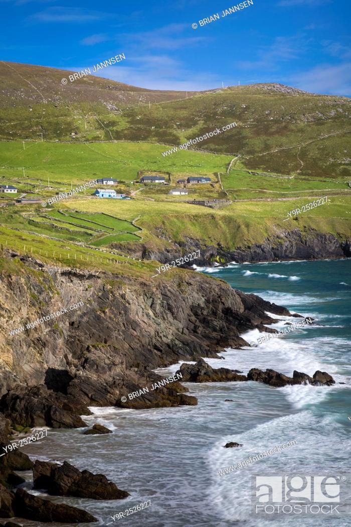 Stock Photo: Tiny village of Coumeenoole along the rocky coastline of the Dingle Peninsula, County Kerry, Republic of Ireland.