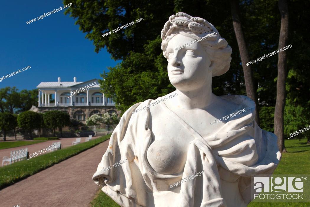 Stock Photo: Russia, Saint Petersburg, Pushkin-Tsarskoye Selo, palace grounds statue.