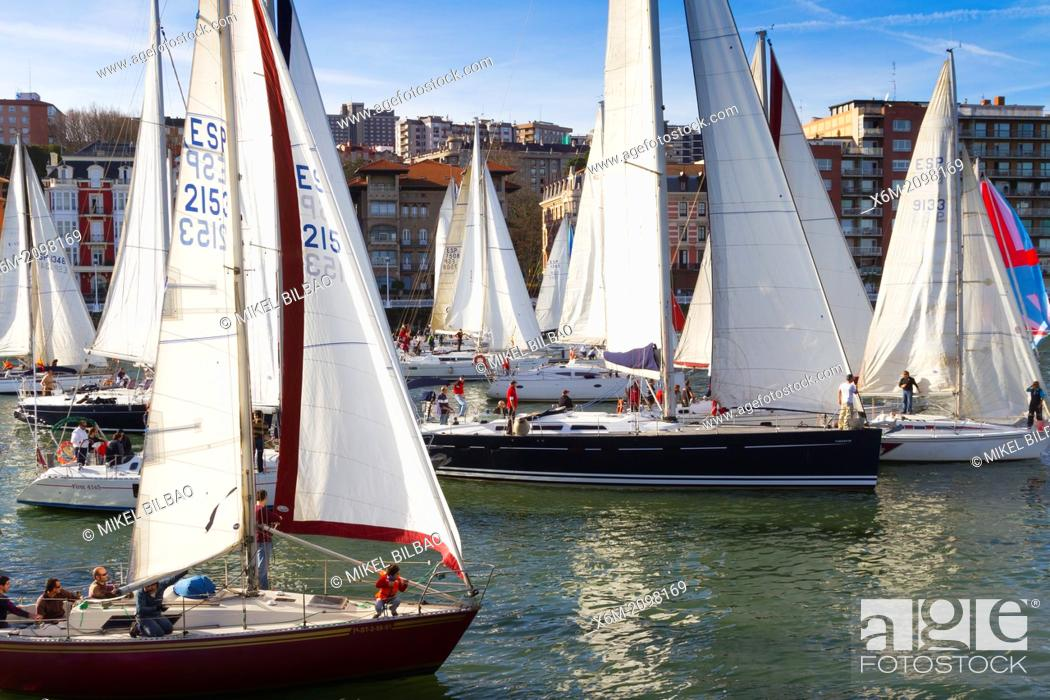 Imagen: Gallo boat race. Mouth of Nervion river. Portugalete, Biscay, Basque Country, Spain.