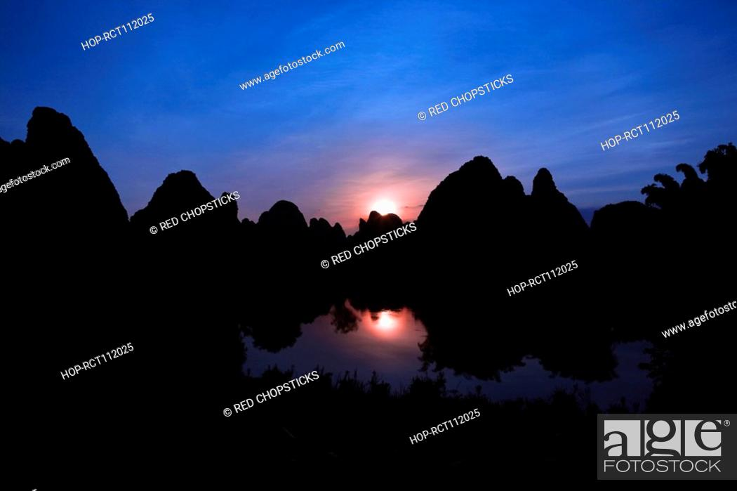 Stock Photo: Silhouette of hills at dusk, Guilin Hills, Li River, Yangshuo, Guangxi Province, China.