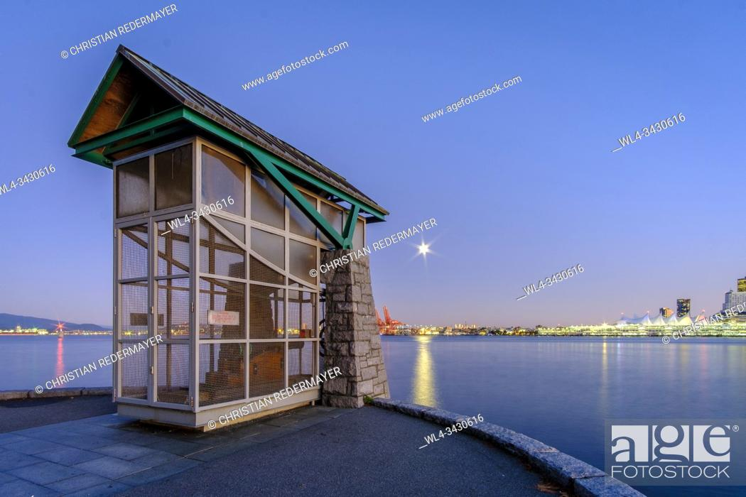 Stock Photo: 9 O'Clock Gun in Vancouver, British Columbia, Canada during the Moon rise.
