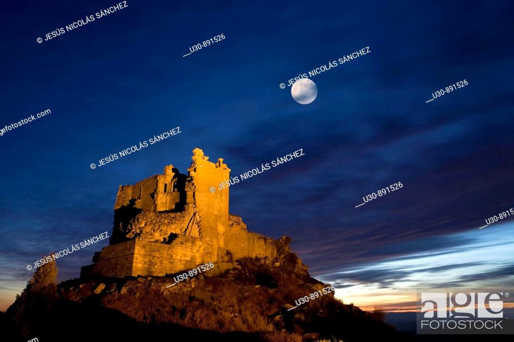 Imagen: Night view of Castle Trevejo with the moon  Trevejo  Villamiel  Sierra de Gata  Caceres province  Extremadura  Spain.