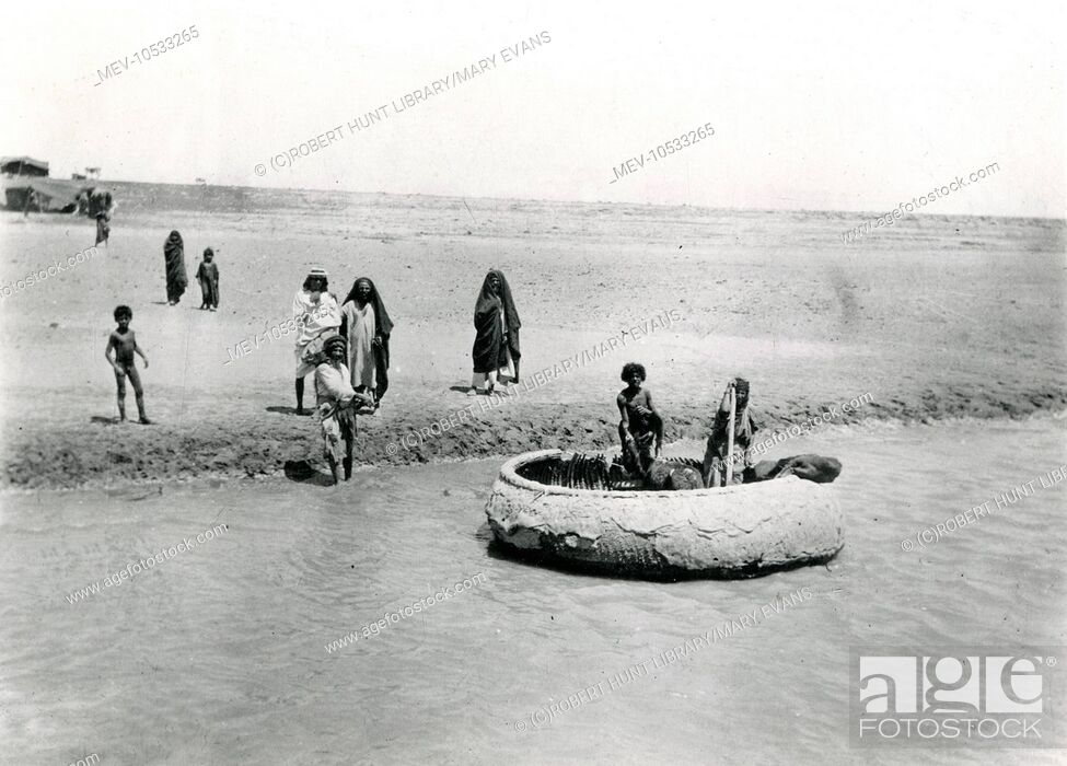 Stock Photo: Natives on the Tigris near Baghdad, Iraq, with a gufa or guffa, a round wickerwork boat used since ancient times.