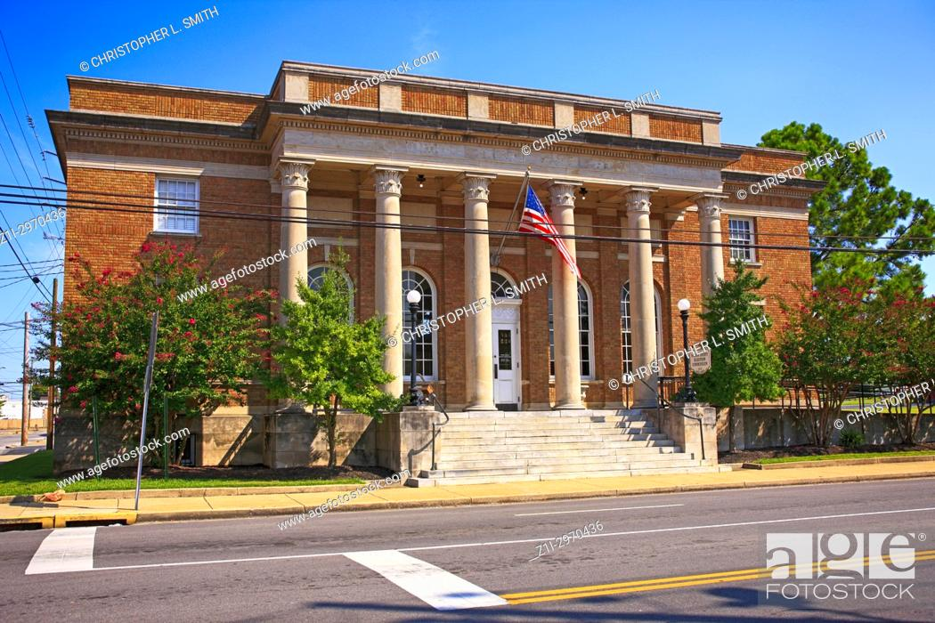Stock Photo: Outside th1915 Federal Post Office building on E Main St in Lebanon TN, USA.