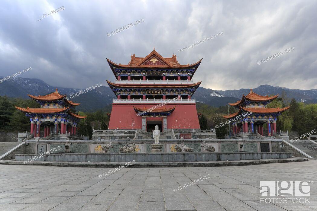 Imagen: Main gate of Chongsheng temple (The Three Pagodas temple) in Dali, Yunnan - China.