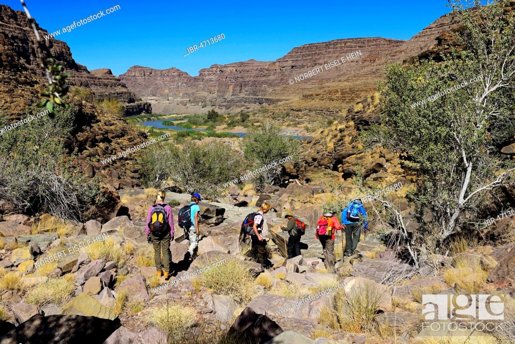 Stock Photo: Hikers, hike down to Fishriver Canyon, Namibia.