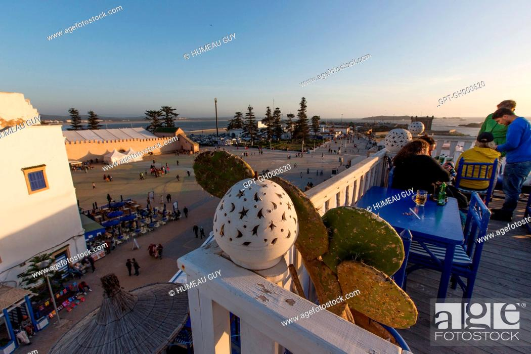 Stock Photo: SHOT OF THE TAROS CAFE ON MOULAY HASSAN SQUARE, THE OLD PORT IN THE BACKGROUND, MEDINA, ESSAOUIRA, MOGADOR, ATLANTIC OCEAN, MOROCCO, AFRICA.