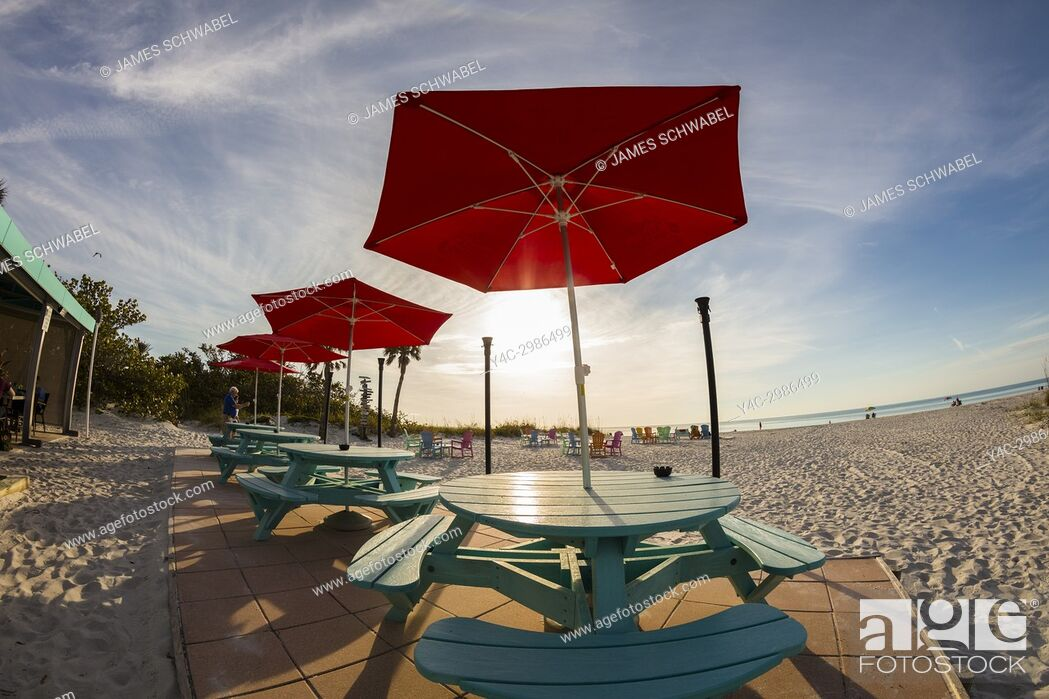 Imagen: Picnic tables and chairs on the beach on a sunny day at the South Beach Bar & Grill on Gasparilla Island Florida.