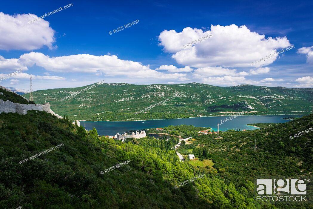 Imagen: The Great Wall above Mali Ston and the Adriatic, Ston, Dalmatian Coast, Croatia.