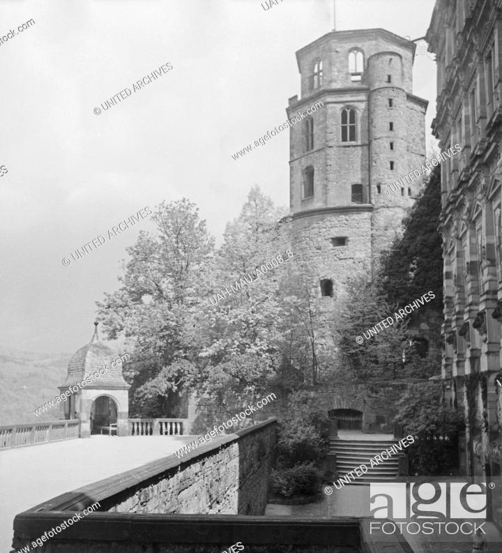 Stock Photo: Im alten Schloss in Heidelberg am Neckar, Deutschland 1930er Jahre. At the old castle at Heidelberg on river Neckar, Germany 1930s.