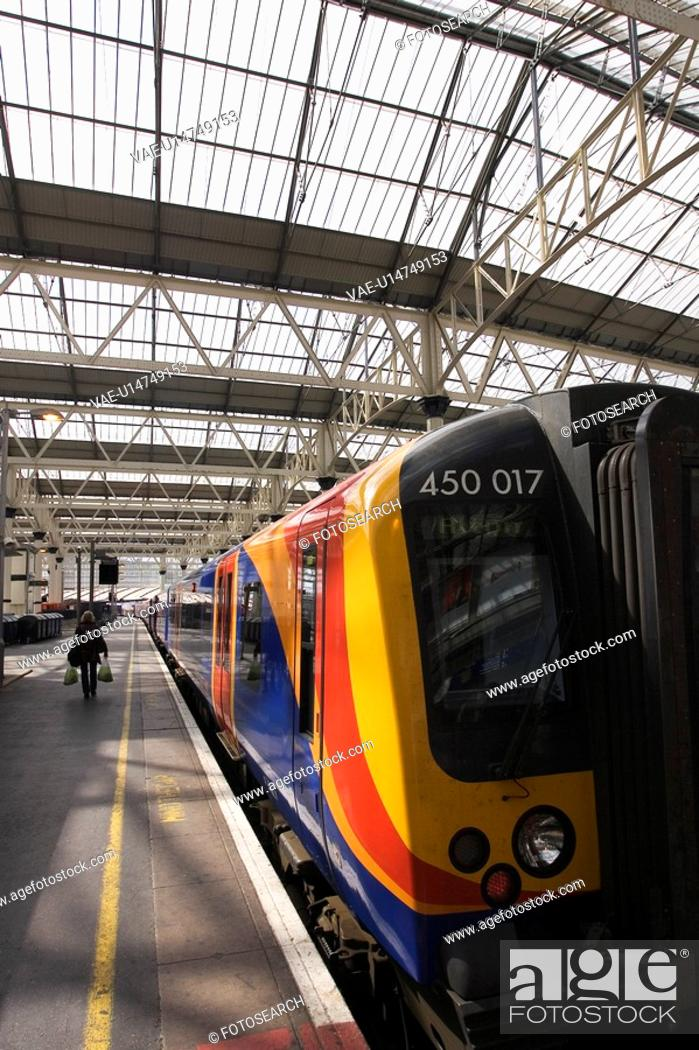 Stock Photo: City Location, Day, Conveyance, Commuting, 450 017.