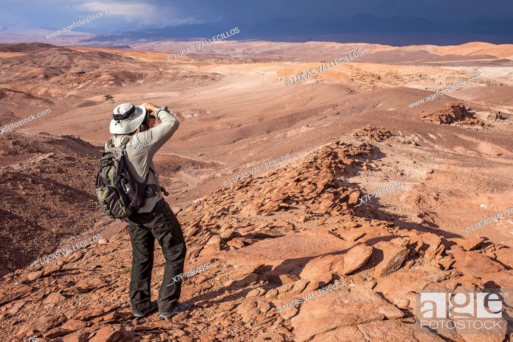Stock Photo: Shooting pictures near Quebrada del Diablo (Devil's gorge), Atacama desert, near San Pedro de Atacama, Antofagasta Region, Chile.