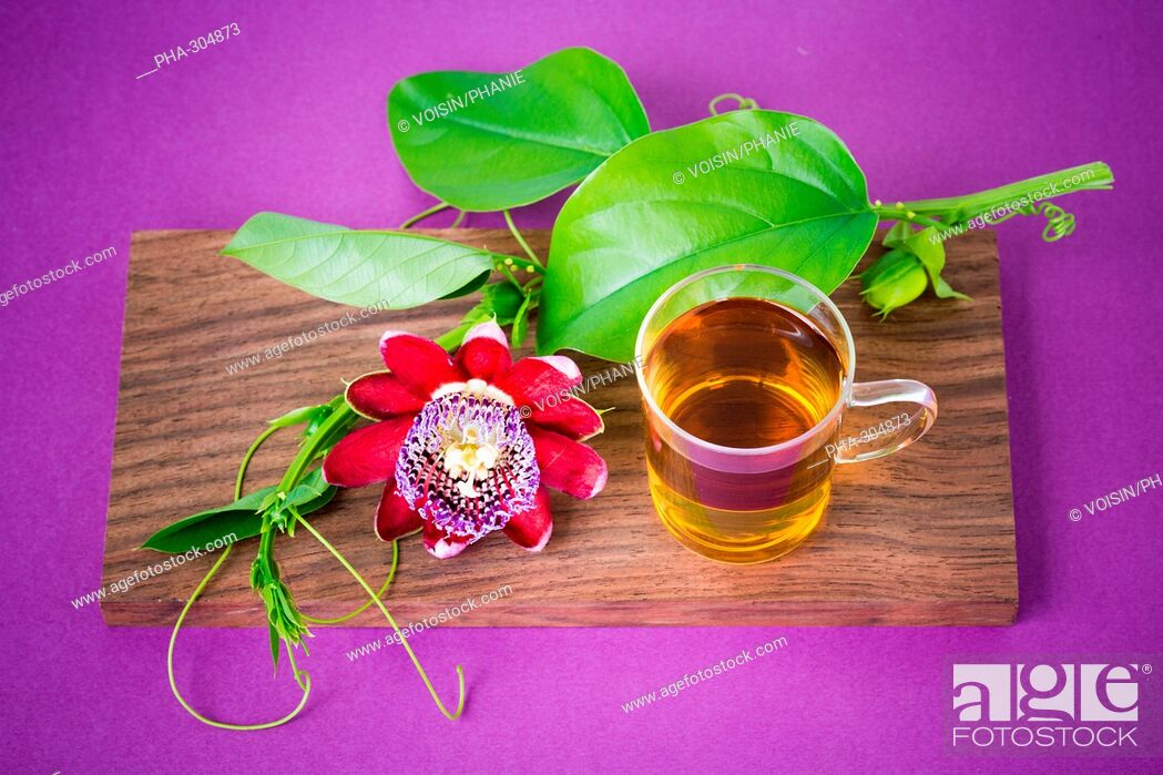 Imagen: Herbal tea of passiflora.