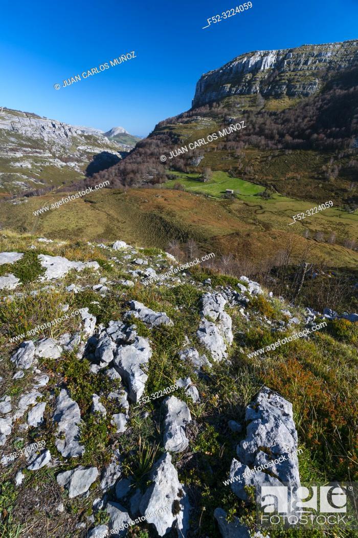 Stock Photo: Trail to Canalahonda, Collados del Asón Natural Park, Soba Valley, Valles Pasiegos, Cantabria, Spain, Europe.