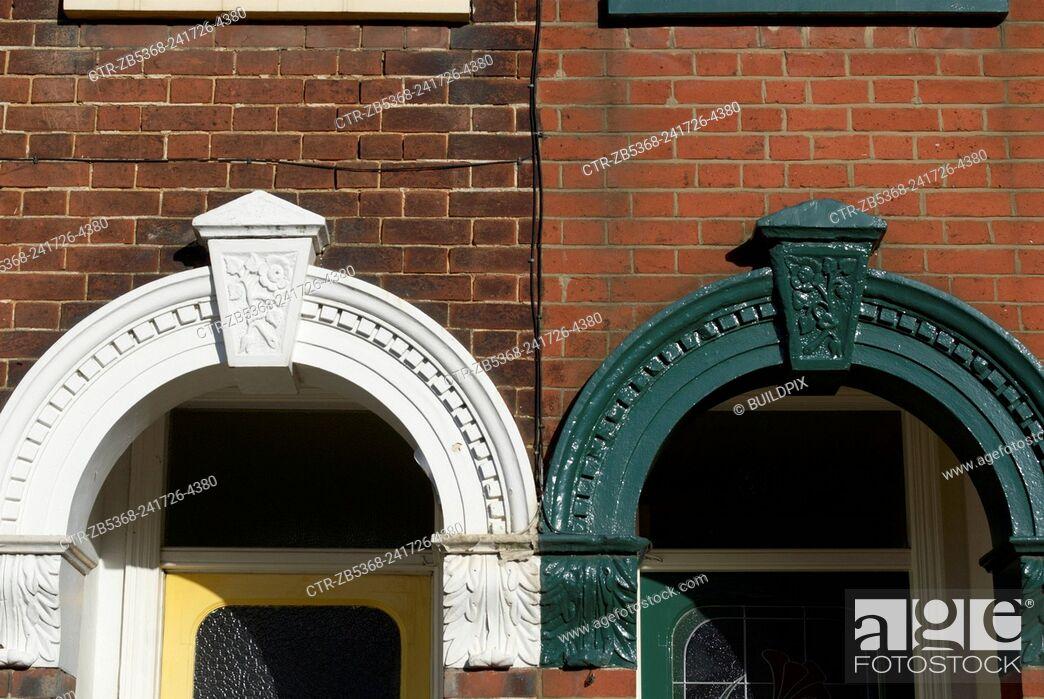 Imagen: Front door arch detail on Edwardian terraces, Ipswich, UK.