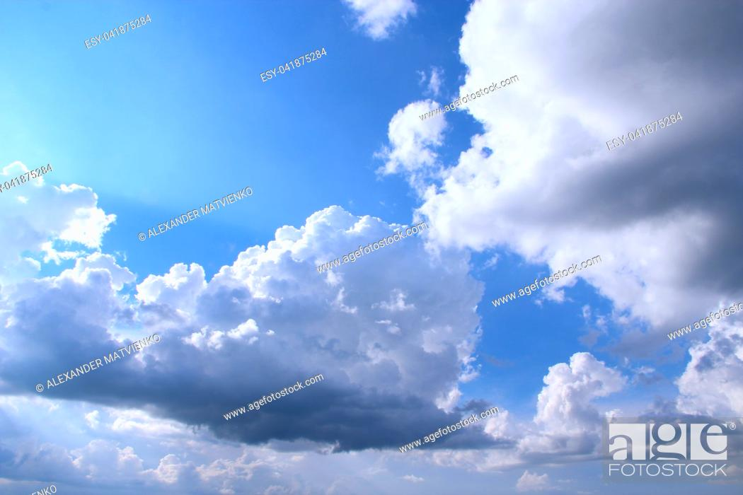 Imagen: beautiful white clouds on blue sky background. heavenly panorama.