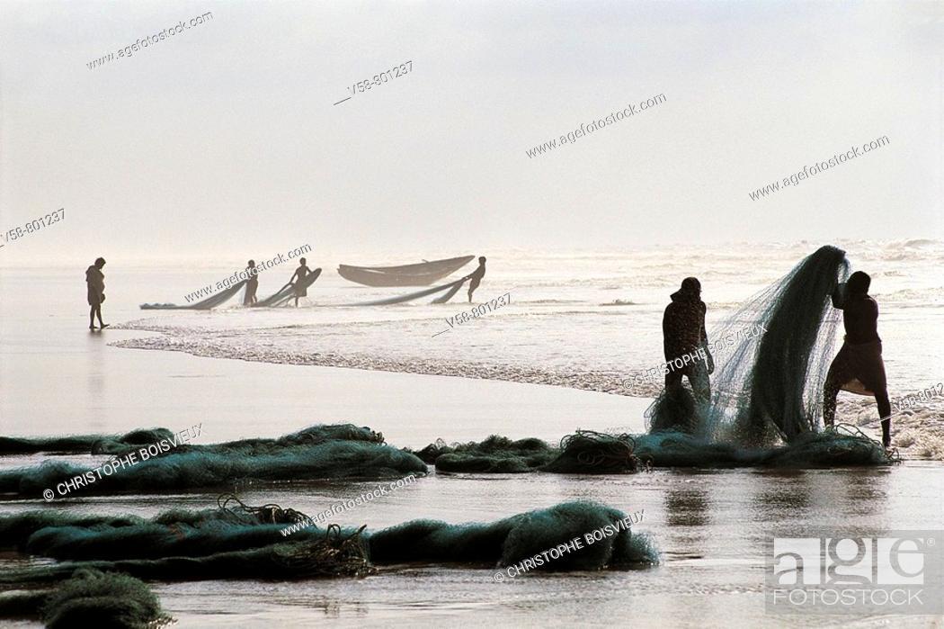 Stock Photo: FISHERMEN, PURI, ORISSA, INDIA.