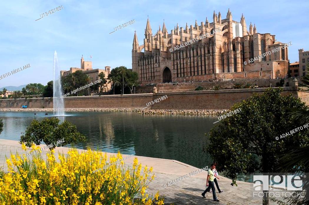 Stock Photo: Gothic cathedral, Palma de Mallorca, Majorca, Balearic Islands, Spain.