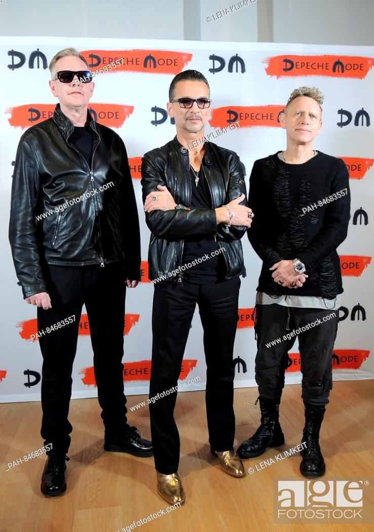 Imagen: Key-boarder Andrew Fletcher (l-r), frontman Dave Gahan and guitarist Martin Gore from Depeche Mode during in a press conference on in Milan.