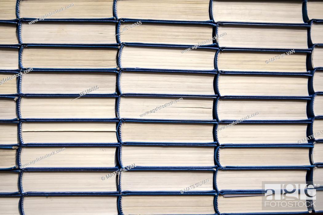 Photo de stock: Books on Stacks in Switzerland.
