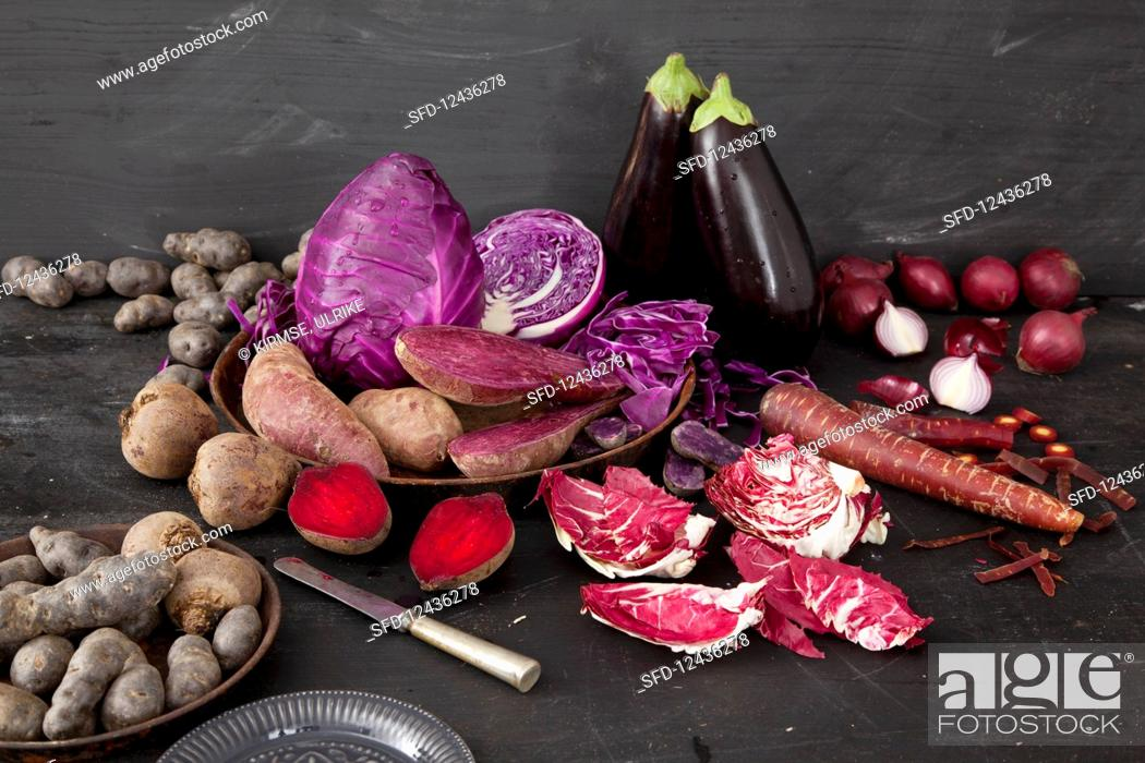 Imagen: Various red and purple vegetables.