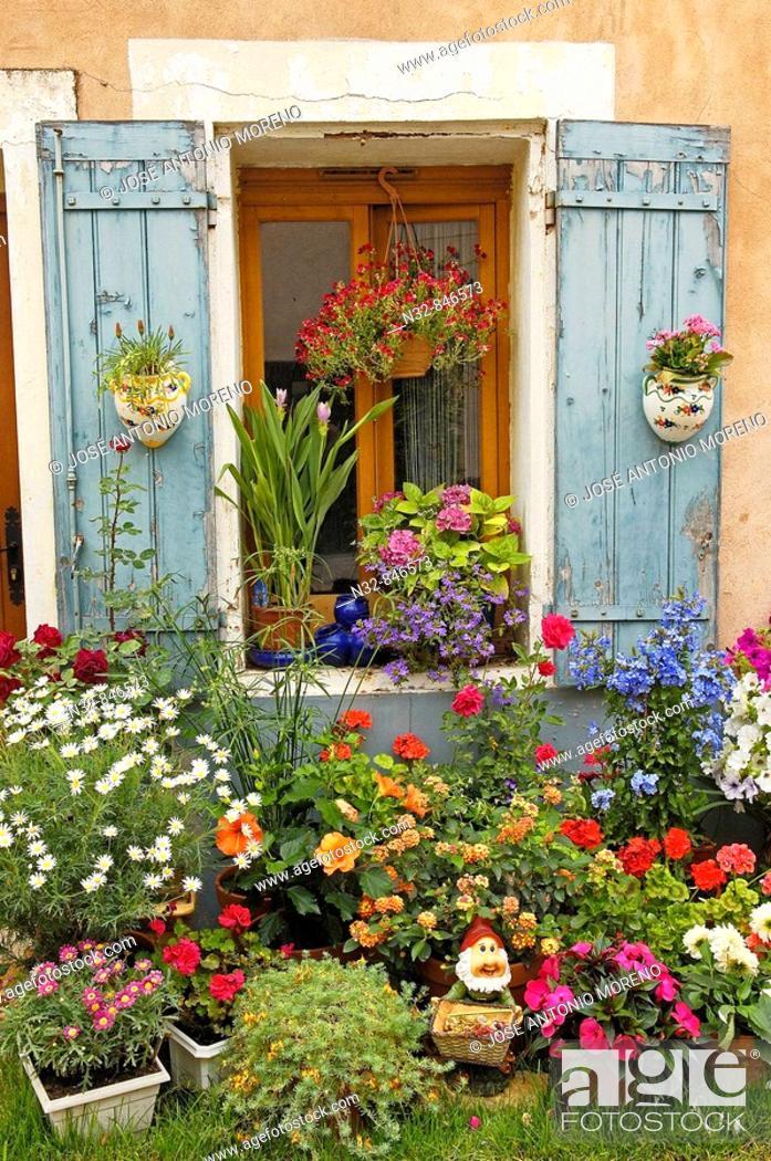 Stock Photo: Aigues-Mortes. Petite Camargue, Gard, Languedoc-Roussillon, France.