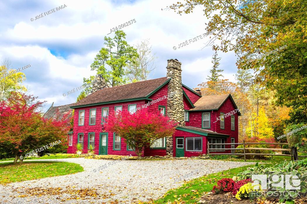 Stock Photo: USA ,Massachusetts, Berkshire District, Near Lee City, Red House.