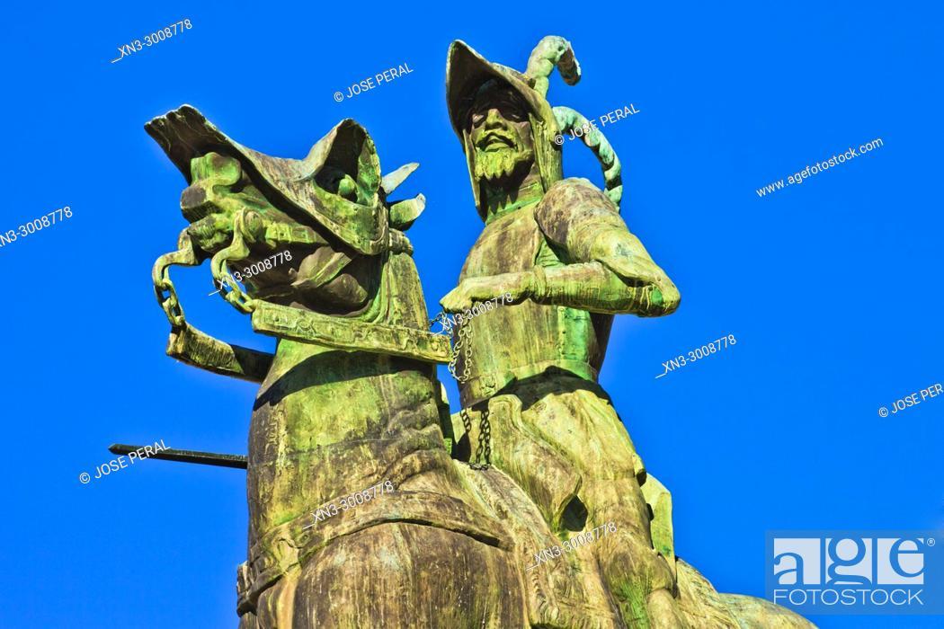 Imagen: Equestrian statue of Francisco Pizarro, Plaza Mayor, Main Square, Trujillo, Caceres Province, Extremadura, Spain, Europe.