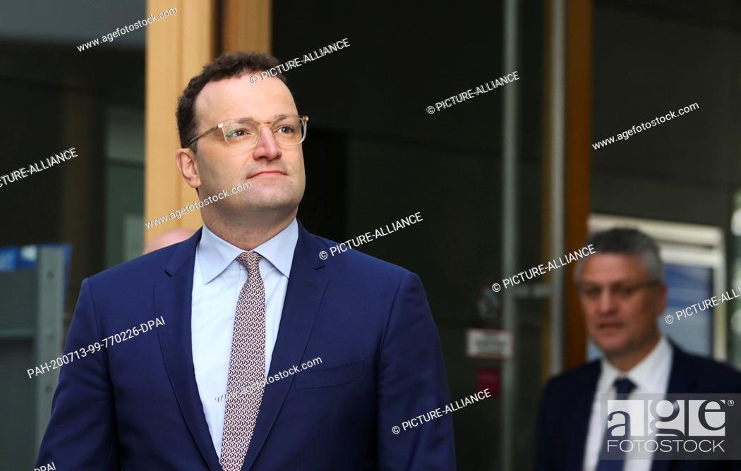 Imagen: 13 July 2020, Berlin: Jens Spahn (l, CDU), Minister of Health, and Lothar Wieler, President of the Robert Koch Institute (RKI), come to a joint press conference.