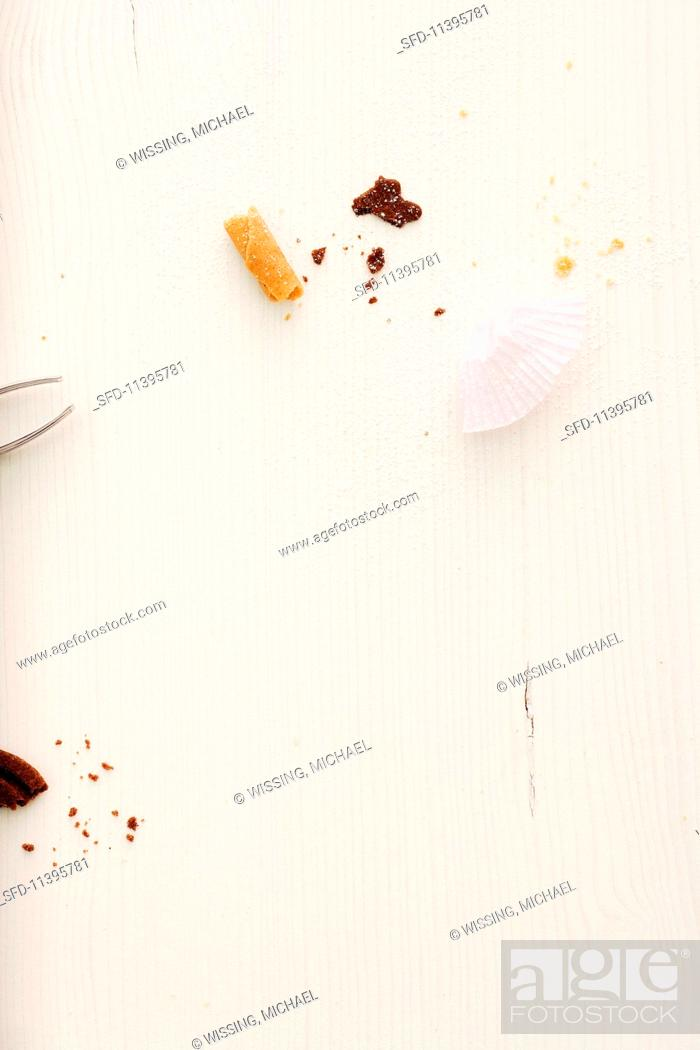 Photo de stock: Christmas biscuit crumbs and paper cases.