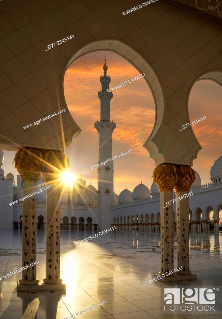 Stock Photo: Sheikh Zayed Great Mosque, Abu Dhabi, United Arab Emirates.