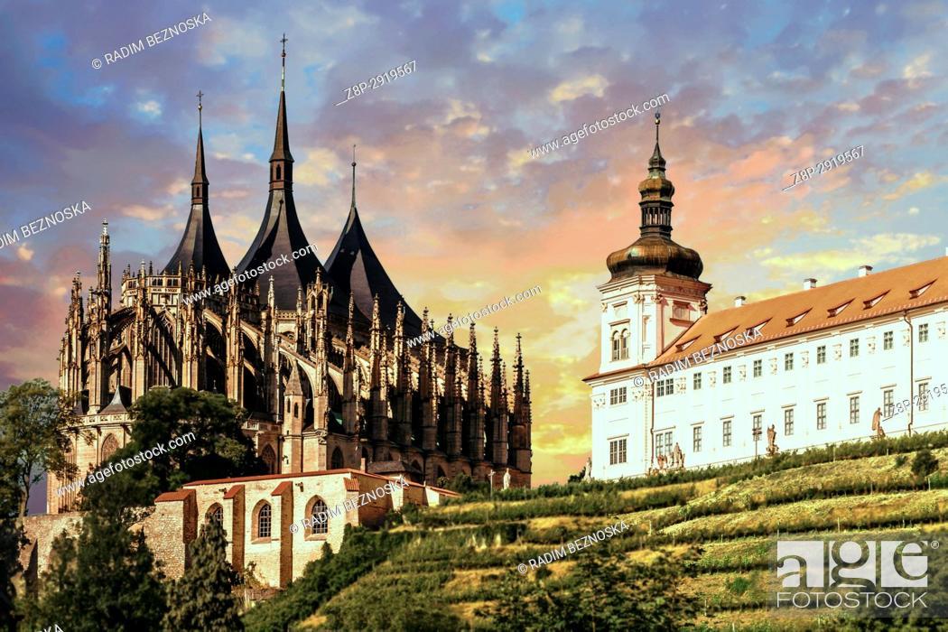 Imagen: Cathedral of St Barbara, Gothic Church, Jesuit College, UNESCO, World Heritage Site, Kutna Hora, Bohemia, Czech Republic, Europe.