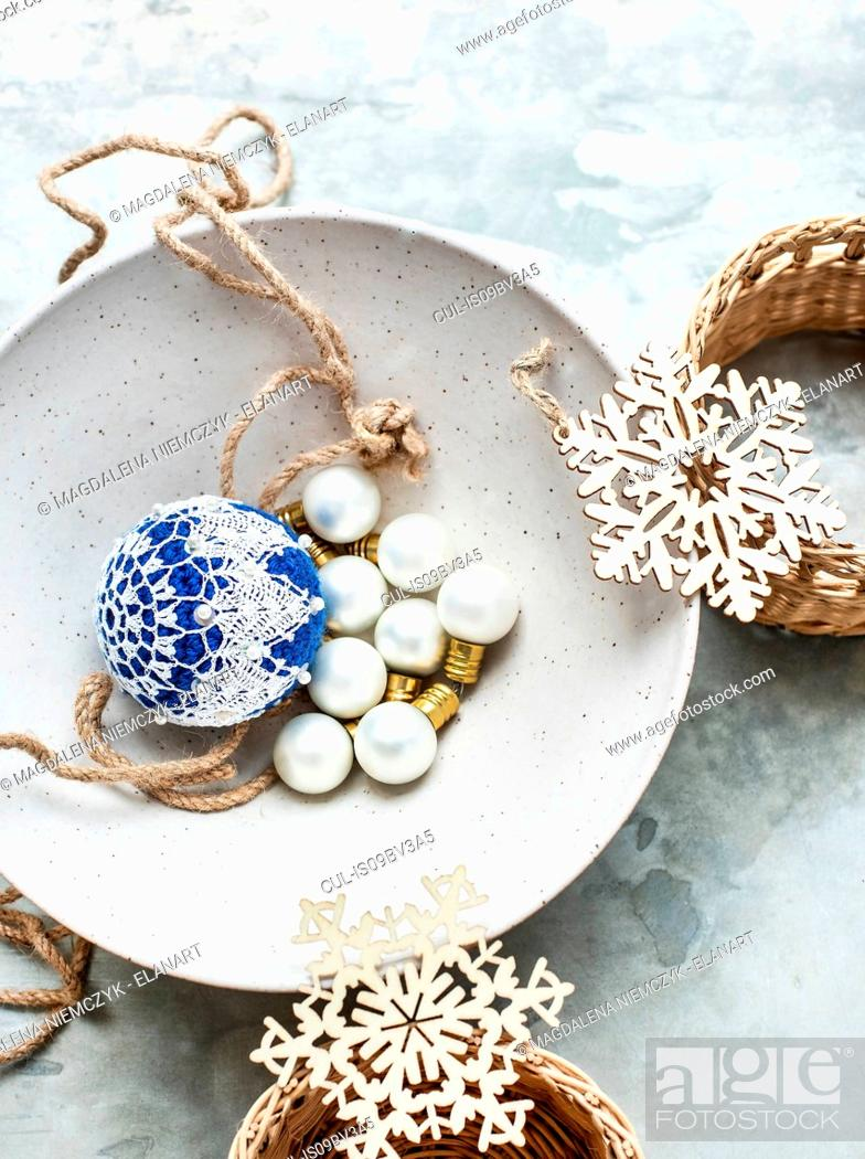 Imagen: Christmas baubles and ornaments.
