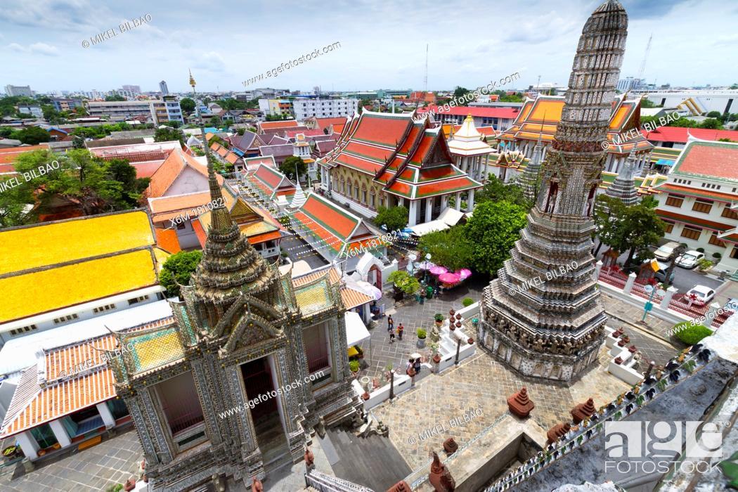 Stock Photo: Prang  Wat Arun Rajwararam or Temple of the Dawn  Bangkok, Thailand.