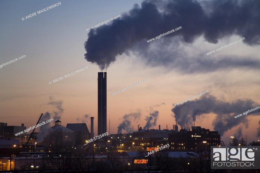 Imagen: Vattenfall's heating plant in Uppsala on a chilly morning in winter. Sweden.