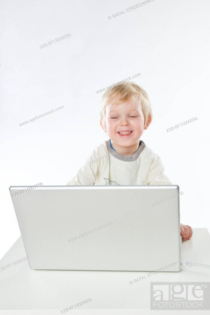 Imagen: baby boy playing with notebook.