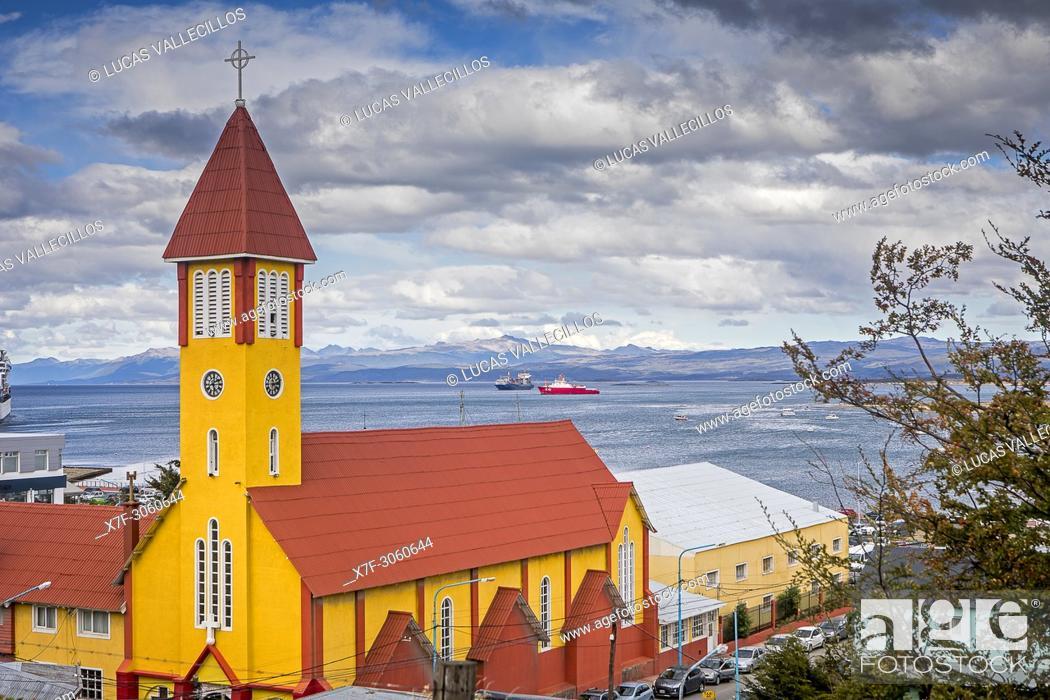 Photo de stock: Iglesia nuestra senora de la merced, our lady of mercy church and Beagle Channel, Ushuaia, Tierra del Fuego, Patagonia, Argentina.
