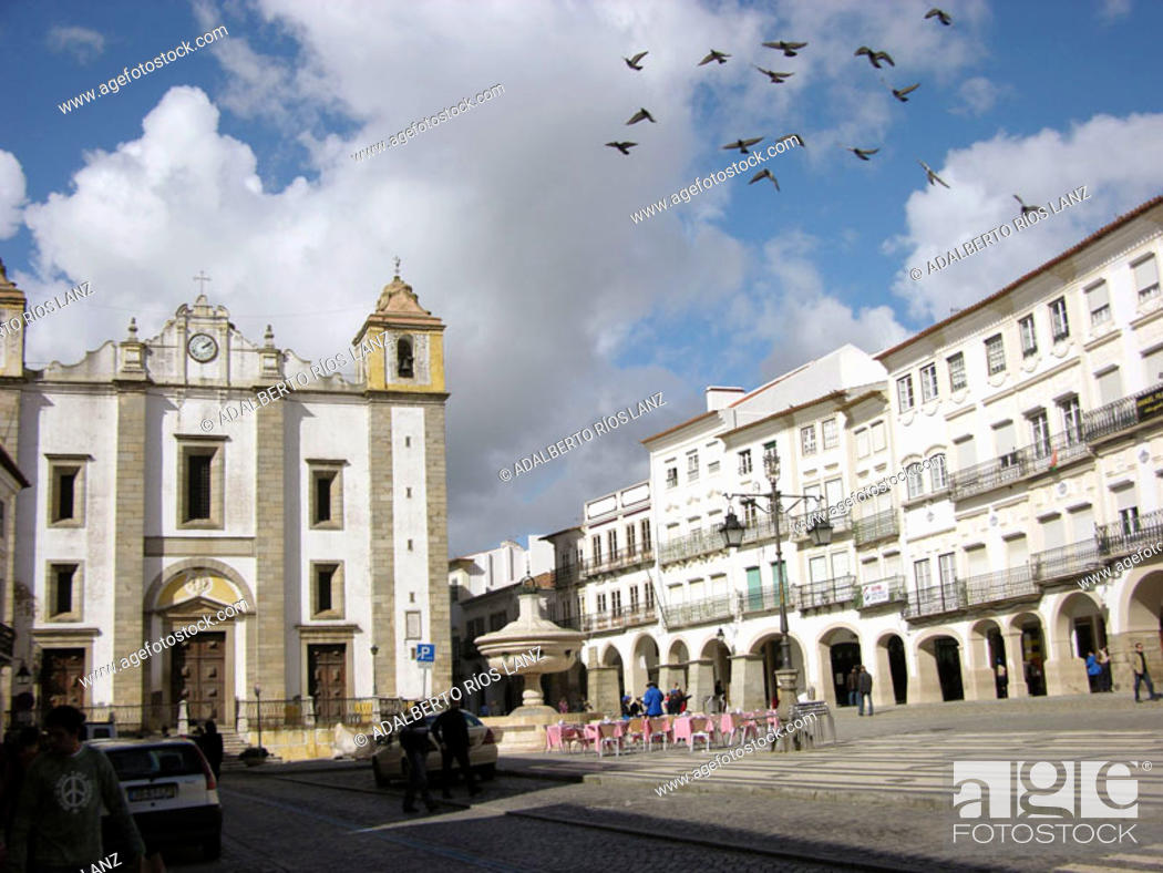 Stock Photo: Giraldo Square Centre Evora Portugal.