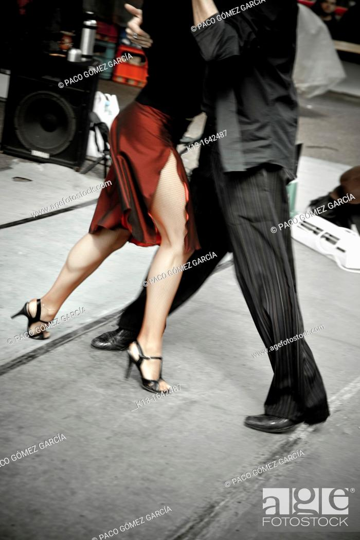 Stock Photo: Tango dancers, San Telmo neightborhood, Buenos Aires, Argentine.