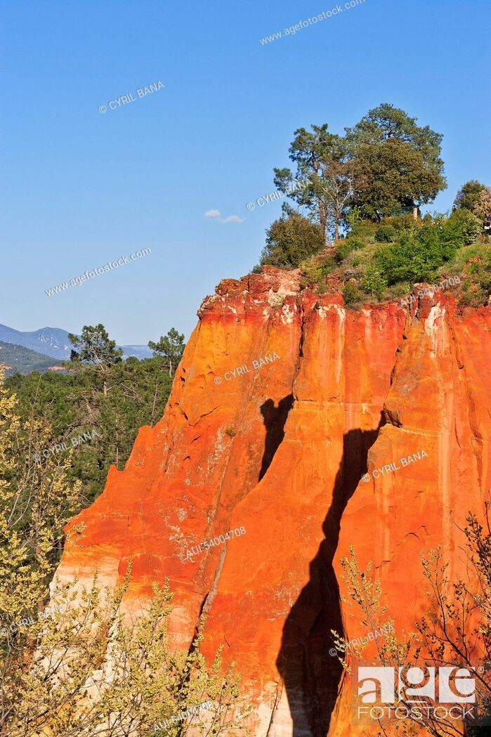 Stock Photo: France, Provence, Roussillon, Ochre cliff, landscape,.