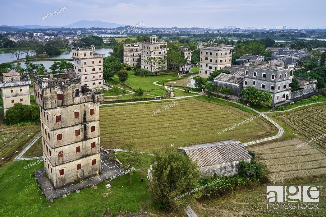 Stock Photo: Chine, Province de Guangdong, Kaiping, patrimoine mondial de l'Unesco, village de Zili, les Diaolou sont des tours fortifiées / China, Guangdong, Kaiping.