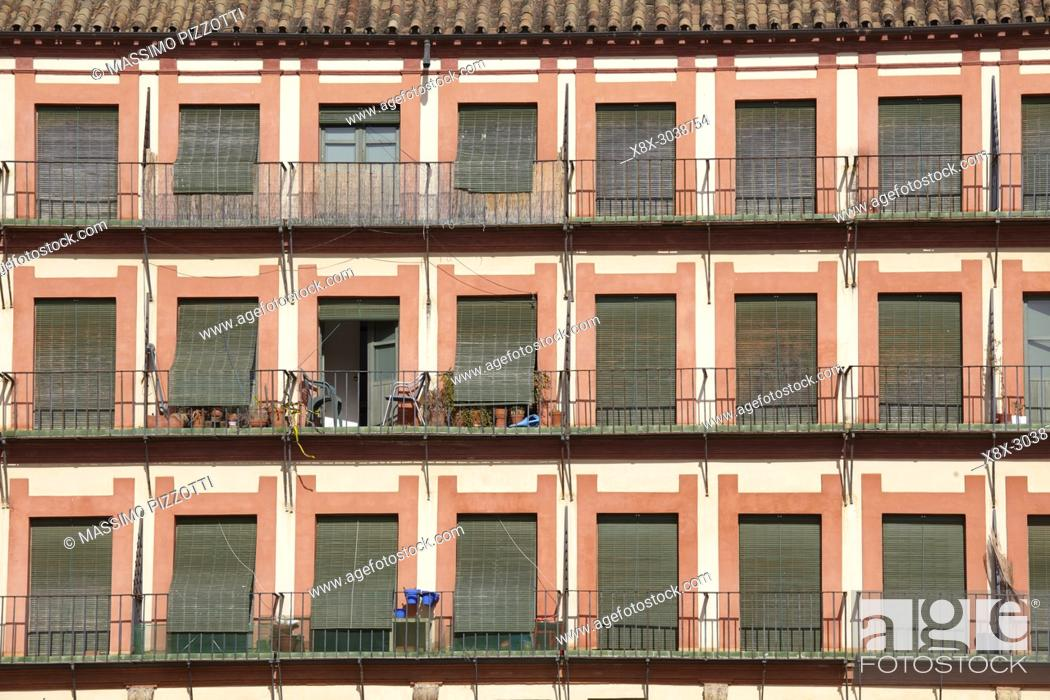 Imagen: Detail of the buildings in the Corredera square, Cordoba, Spain.