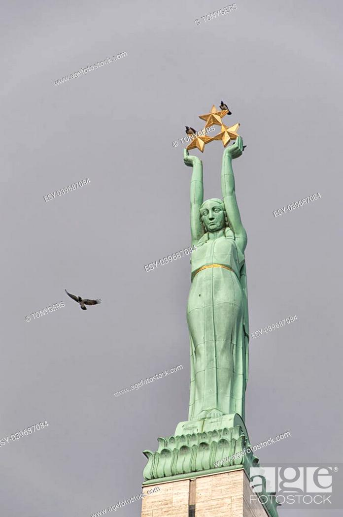 Imagen: The freedom monument situated in the Latvian capital of Riga.