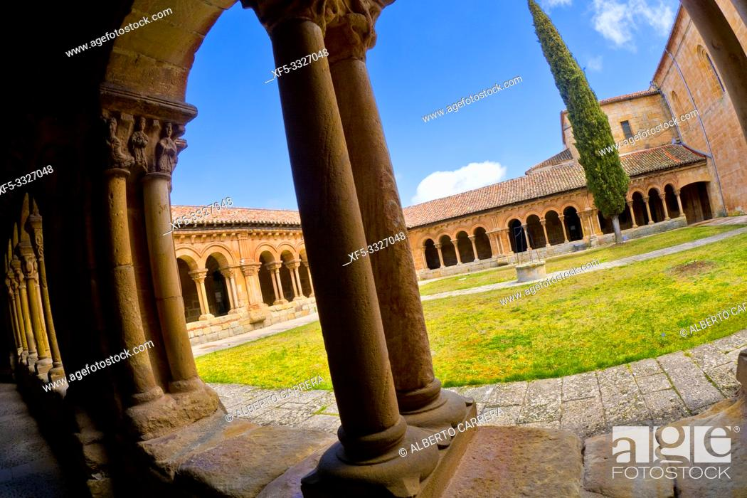 Imagen: Romanesque Cloister, Co-Cathedral of San Pedro, 12-17th Century Romanesque Style, Spanish Property of Cultural Interest, Soria, Castilla y León, Spain, Europe.