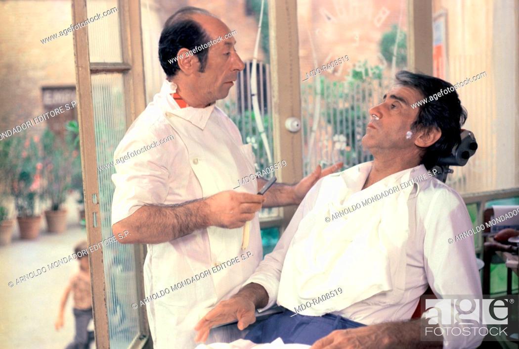 Photo de stock: Italian actor Walter Chiari (Walter Annichiarico) and Enzo De Toma in the film Passi furtivi in una notte boia. 1976.