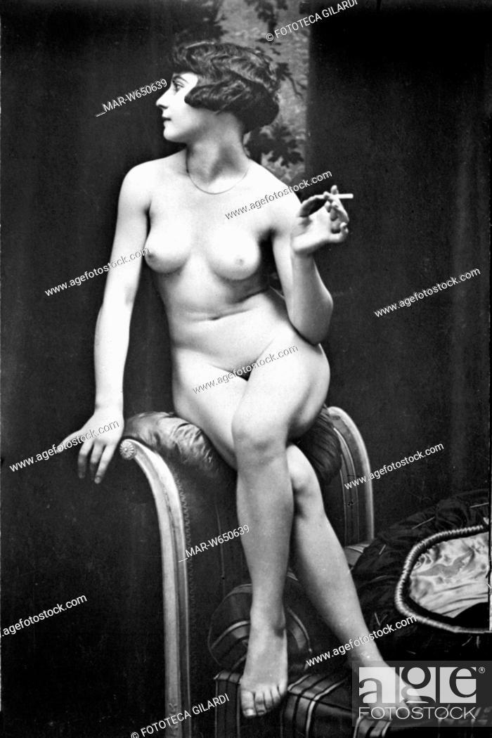 Giovane nuda pix