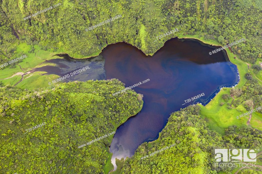 Imagen: Aerial View of Lake Vaihiria, Tahiti, French Polynesia.