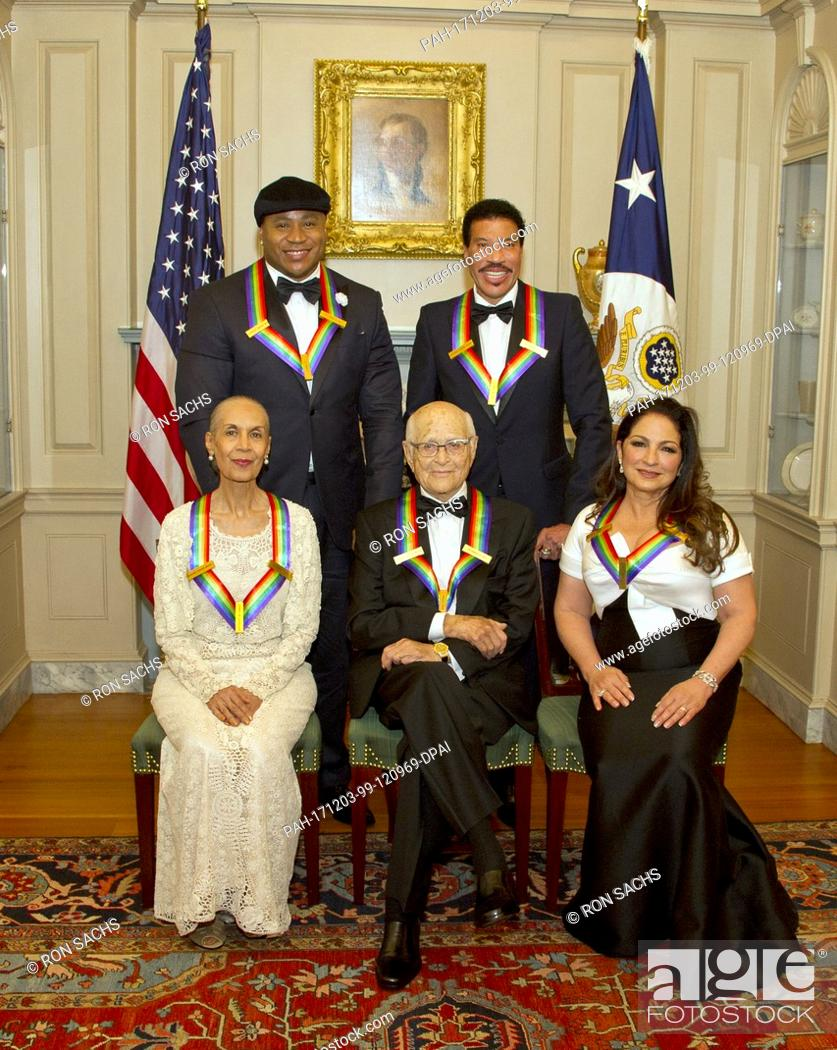 The Five Recipients Of 40th Annual Kennedy Center Honors Pose